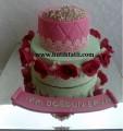 Güllü doğum günü pastası
